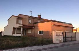 Bank repossessions residential in Castille and Leon. Villa – Valladolid, Castille and Leon, Spain