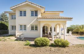 4 bedroom houses for sale in Kalonji. Comfortable villa with a swimming pool, near the city center and beaches, Calonge, Spain