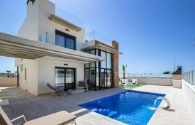 Residential for sale in Cabo Roig. Villa with 3 bedrooms and swimmingpool in Campoamor