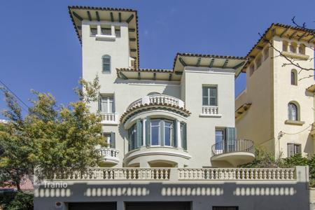 Houses for sale in Barcelona. Charming mansion in an exclusive area Valkarka in Barcelona
