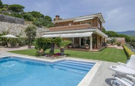 Houses with pools for sale in Sant Andreu de Llavaneres. Comfortable villa with a beautiful garden and a swimming pool, overlooking the sea, San Andrés de L'vivanares, Spain