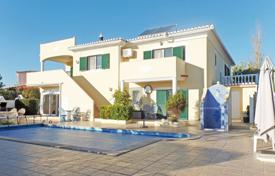 2 bedroom houses for sale in Faro. 3 bedroom south-facing villa with pool, north of Alvor, West Algarve