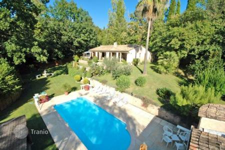 3 bedroom houses for sale in Grasse. Villa – Grasse, Côte d'Azur (French Riviera), France