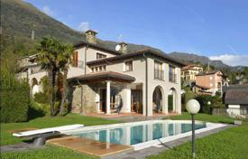 Houses for sale in Cremia. Villa with pool and panoramic views of Lake Como, Italy