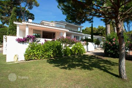 Luxury 4 bedroom houses for sale in Costa Brava. Villa – Castell Platja d'Aro, Catalonia, Spain