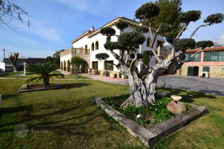 3 bedroom houses for sale in Costa del Maresme. Exclusive luxury villa for sale with views to the Mediterranean
