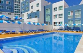 Apartments with pools for sale in Portugal. One-bedroom apartment in a residential complex with a swimming pool, Albufeira, Portugal