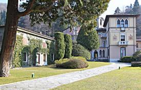 Houses for sale in Lombardy. Historic villa on Lake Como, with a dock for mooring boats