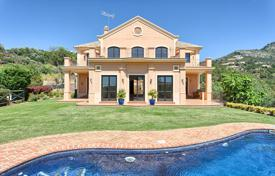 Classic rustic villa with a private garden, a pool, terraces and sea and mountain views, Benahavis, Spain for 1,995,000 €