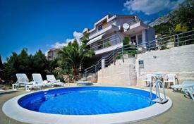 Houses with pools for sale in Makarska. Villa with the pool in Makarska