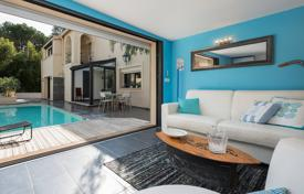 Luxury 5 bedroom houses for sale in Cannes. Cannes — Town house