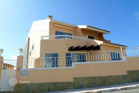 5 bedroom houses for sale in Colares. Villa near the beach Macas in Sintra at a reduced price!