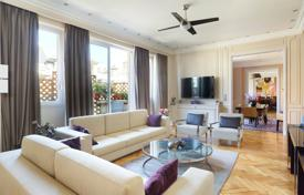 4 bedroom apartments for sale in Paris. Paris 16th District – A superb 260 m² apartment with a terrace