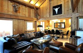 4 bedroom houses for sale in Megeve. Cottage in the central district of the city, Megeve, France