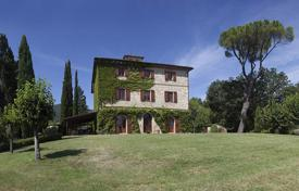 Villas and houses for rent with swimming pools in Cetona. Palazzo del Pollaiolo
