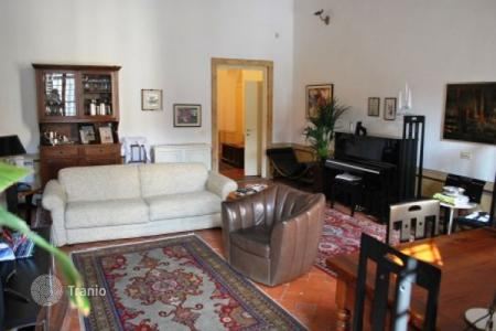 2 bedroom apartments for sale in Florence. Apartment with a fireplace and balconies, in a historic building, Florence, Italy