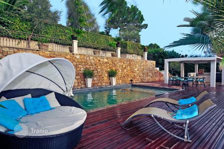 Villas and houses for rent with swimming pools in Antibes. La Florette