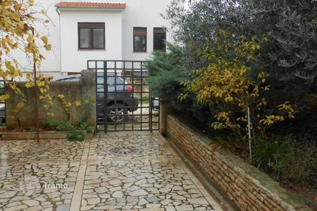 Houses for sale in Banjole. House Vinkuran, Great location, distance to the sea is 800 m