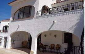 Cheap 4 bedroom houses for sale in Spain. Villa of 4 bedrooms with communal pool, terrace and views to the mountain in Benitachell