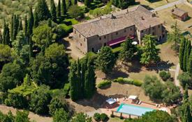 2 bedroom houses for sale in Tuscany. Luxury farmhouse for sale in Tuscany