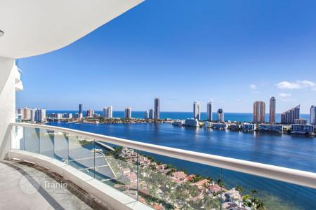 4 bedroom apartments for sale in North America. A two-storey penthouse with a balcony and scenic ocean views in the prestigious residential complex, Aventura, Florida, United States