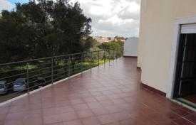 Property for sale in Cascais. Spacious apartment with a terrace, a balcony and a garage in the city center close by the ocean, Cascais, Portugal
