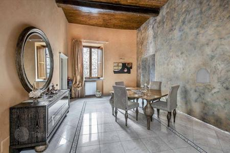 Property for sale in Velletri. Magnificent apartment in a historical building in the centre of Velletri