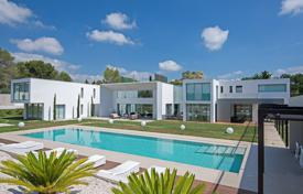 Villas and houses to rent in Mougins. Modern villa in Mougins