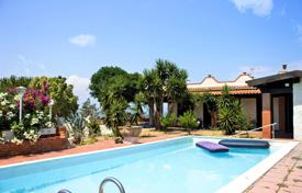Houses for sale in Sicily. Beautiful villa with a swimming pool and a sea view, Augusta, Italy