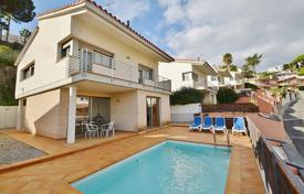 4 bedroom houses by the sea for sale in Barcelona. Villa – Sant Pol de Mar, Catalonia, Spain