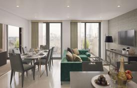 Property for sale in London. New apartment with a winter garden in an exclusive residence with a parking, a concierge and a gym, London, UK