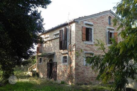 4 bedroom houses for sale in Abruzzo. Townhome - Abruzzo, Italy
