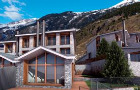 Residential for sale in Andorra. Exclusive three-storey villa with a terrace and picturesque mountains views, Soldeu, Canillo, Andorra