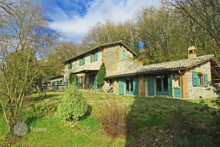 Land for sale in Umbria. Cosy farmhouse with swimming pool, Orvieto, Italy