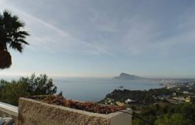 Residential for sale in Altea Hills. Refurbished villa of 3 bedrooms with infinity pool and sea views in Altea Hills