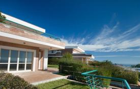 Houses for sale in Italy. Villas with sea views, garden and patio in a new residence in Soverato, 5 min from the beach. Kitchen set and air conditioner as a present!