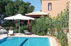 3 bedroom villas and houses to rent in Maleme. Within a lovely lush private garden of 500 sq. m. and a 50sq. m pool including which includes a jacuzzi, is the beautiful Villa Argo