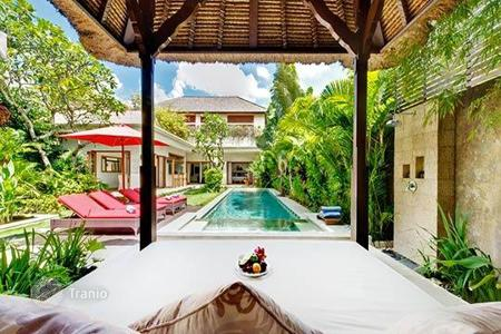 2 bedroom villas and houses by the sea to rent in Indonesia. Villa – Kerobokan, Bali, Indonesia