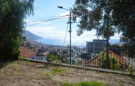 Apartments with pools by the sea for sale in Portugal. Three bedroom modern detached house in São Pedro Funchal