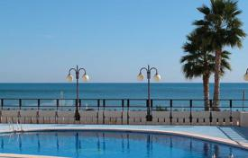 Property for sale in Calpe. Penthouse on first line to the beach and with sea views in Calpe