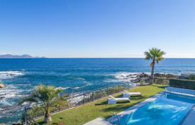 Luxury houses for sale in Roquebrune-sur-Argens. Close to Saint-Tropez — Waterfront property