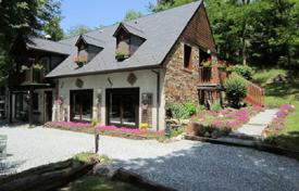 Property for sale in Occitanie. The hotel is surrounded by a beautiful natural landscape, overlooking Venasque, Occitanie, France