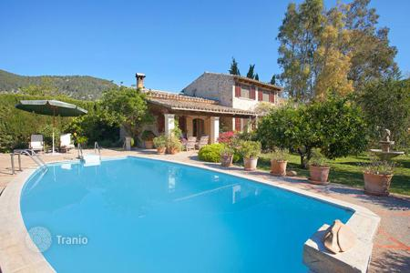 Houses for sale in Campanet. Delightful villa with flowering garden and swimming pool near Font Ufanes in Campanet, Mallorca, Balearic Islands, Spain