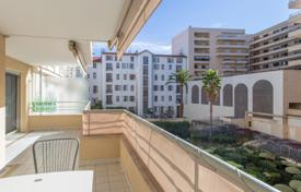 2 bedroom apartments by the sea for sale in Provence - Alpes - Cote d'Azur. Superb 3 room apartment with terrace at the Palais de la Mediteranee