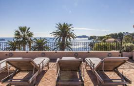 Waterfront penthouse with a large roof terrace. Price on request