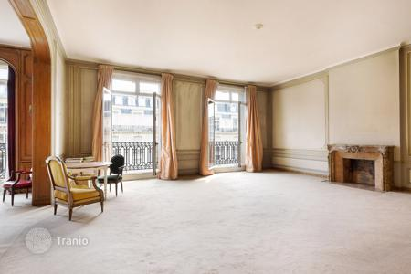 Luxury 6 bedroom apartments for sale in Europe. Paris 8th District – An exceptional near 450 m² apartment