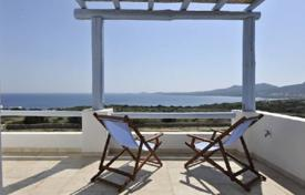 Residential to rent in Antiparos. This is a great beach front villa (200m away) located in a prime area with sandy beaches, in the charming Antiparos island. The b