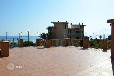 Houses for sale in Liguria. Villa on the sea front with a panoramic terrace and a large garden in Bordighera, Liguria