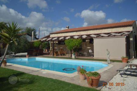 Chalets for sale in Paphos. Immaculate Newly Renovated 3 Bedroom Bungalow 2500m Plot — Polemi