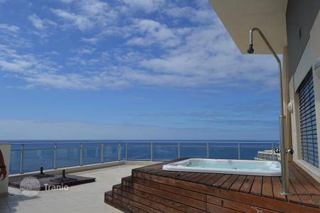 3 bedroom apartments for sale in Portugal. Luxury Penthouse apartment with ocean views in Funchal